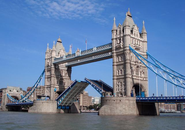 tower bridge facts for kids england 39 s most iconic. Black Bedroom Furniture Sets. Home Design Ideas